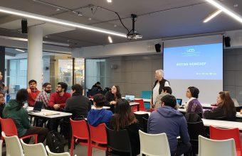 Estudiantes del DCCS participan en destacado taller dictado por la PhD en Educación Multicultural, Anne Bliss